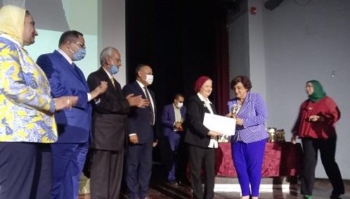 اللجنة الوطنية للمرأة في العلوم بمصر تكرم الدكتورة فاديا كيوان المديرة العامة لمنظمة المرأة العربية